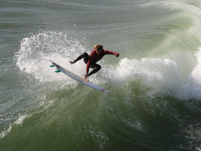 surfer-2190_640